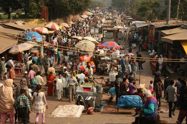 httpblog.theotherhome.com6-interesting-markets-of-delhi.jpg